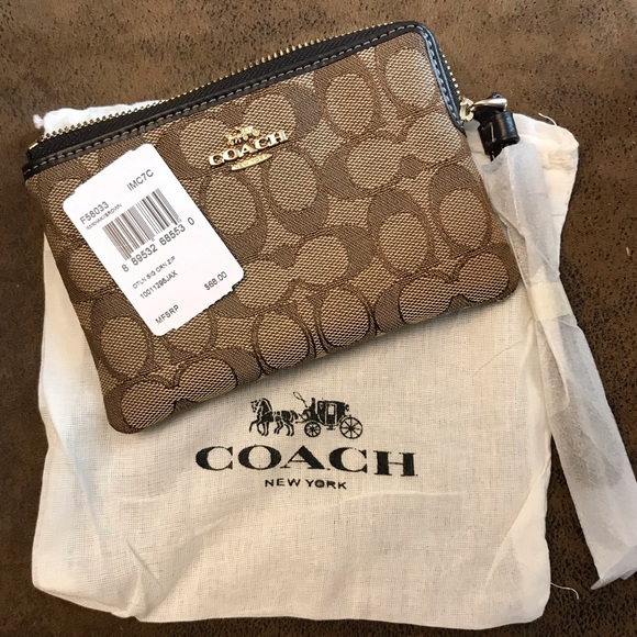 Coach Corner Zip Wristlet 💕Price Firm